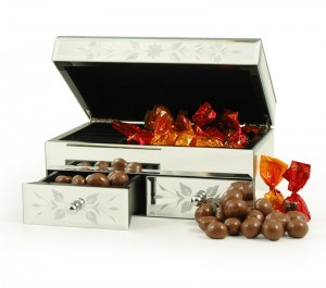 Jewellery Box and Chocs hamper from HampergiftsUK