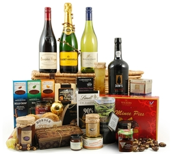 Champagne Hampers & Baskets: from Hampergifts.co.uk - Christmas Splendour