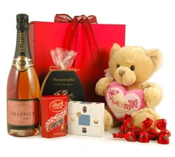 Gifts For Her: Hampers & Gift Baskets from Hampergifts.co.uk - Love You Mum Hamper