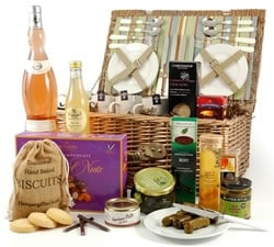 Vegetarian Hampers: Hampers & Gift Baskets from Hampergifts.co.uk - Deluxe Picnic Hamper for Four