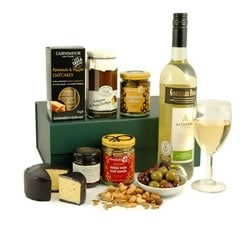 Food Hampers & Baskets - Hampers & Gifts from Hampergifts.co.uk - Cheddar Delight