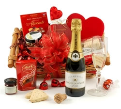 Valentines Hampers & Gift Baskets from Hampergifts.co.uk - Valentine's Champagne Selection