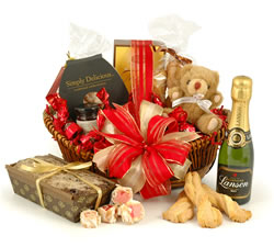 Champagne Hampers & Baskets: from Hampergifts.co.uk - Champagne Surprise