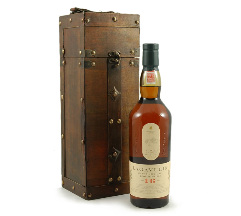 Lagavulin 16 in Wooden Gift Box
