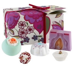Bath & Beauty Gifts - Hampers & Gift Baskets from Hampergifts.co.uk - Funky Scented Bath Gift