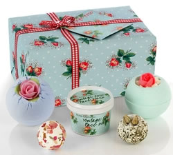 Gifts For Her: Hampers & Gift Baskets from Hampergifts.co.uk - Flower Power Bath Set