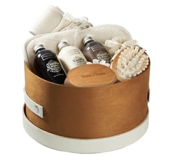 Bath & Beauty Gifts - Hampers & Gift Baskets from Hampergifts.co.uk - Vanilla Berry Hat Box
